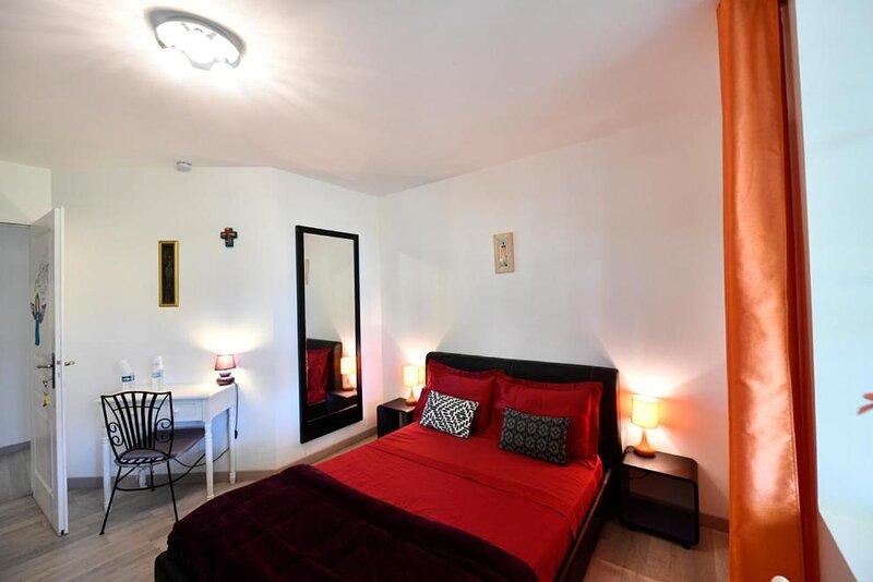Lamarre aux anges - room angle de la lumiere, holiday rental in La Vineuse