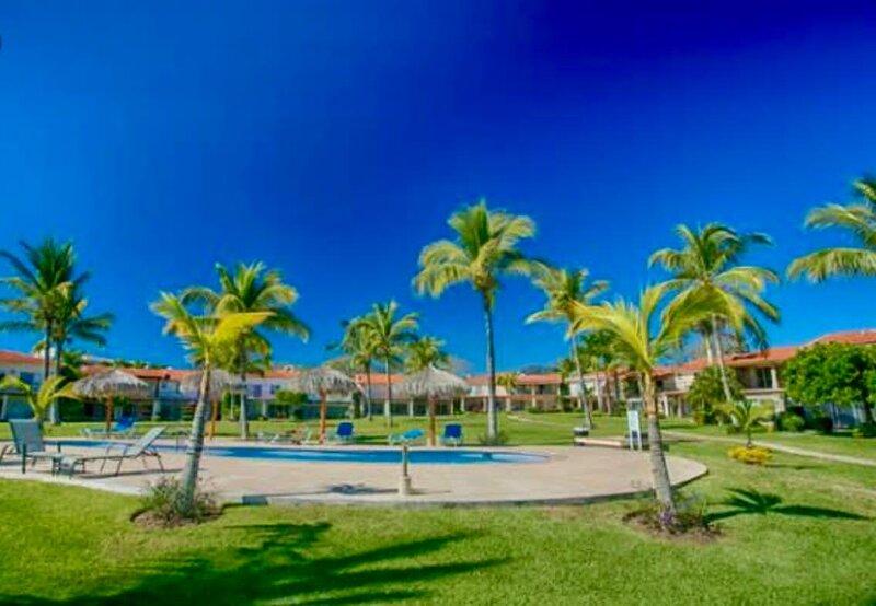 Beach Front and exclusive condo at La Cruz!!!, holiday rental in La Cruz de Huanacaxtle