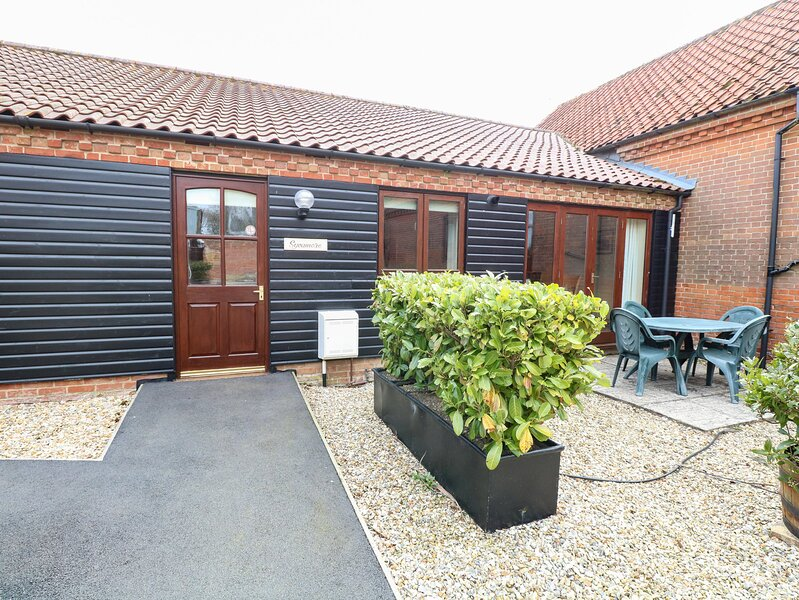 SYCAMORE single-storey, family-friendly, in Fakenham Ref 24359, holiday rental in Briston