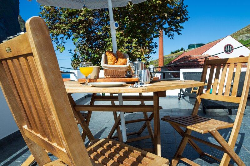 Charming 2-Bed House in Porto da Cruz, vacation rental in Porto da Cruz