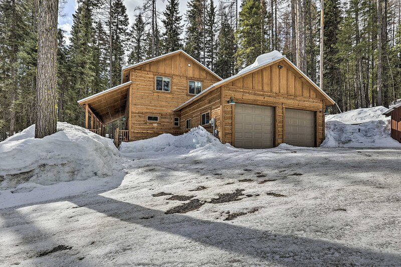NEW! Home w/ Hot Tub < 4 Mi to Skiing & Mtn Biking, casa vacanza a Donnelly