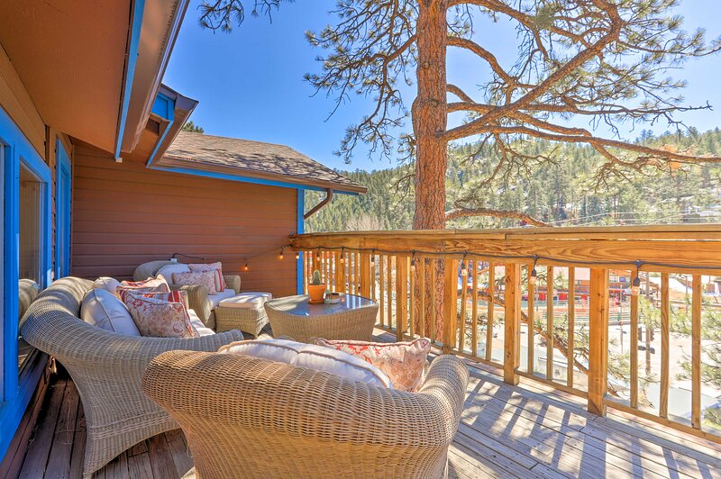 NEW! Hilltop Hideaway Near Evergreen Lake & Town!, vacation rental in Evergreen