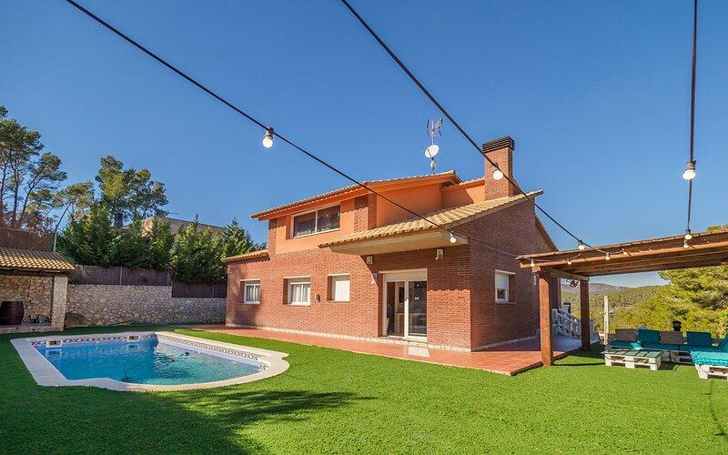 Catalunya Casas: Cozy Masia Astral with amazing mountain views!, location de vacances à Sant Pere Molanta