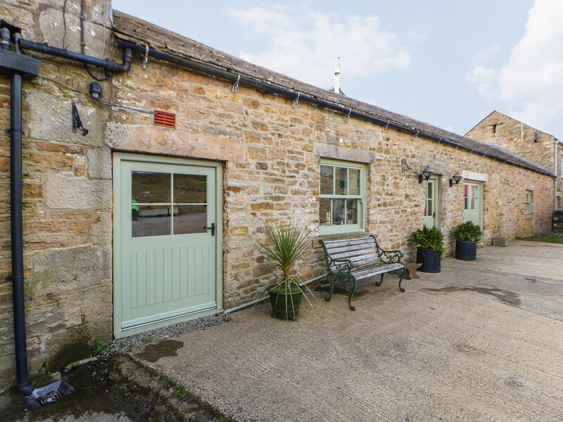 LOW SHIPLEY COTTAGE two double bedrooms with ensuites, woodburning stove in, holiday rental in Bowes