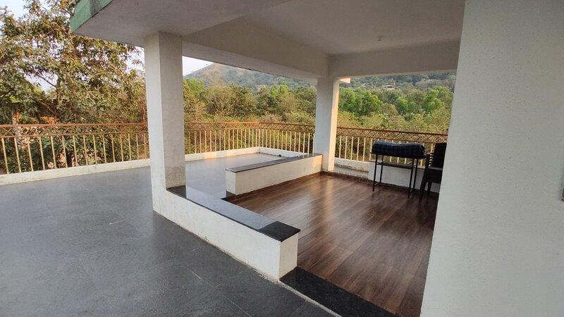 Mesmerising Nisarg Holiday Home in Girivan Hill Station near Pune / Lonavala, location de vacances à Wakad