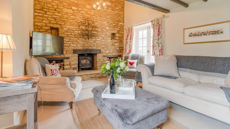 Woodbine Cottage, Upper Oddington - sleeps 6 guests  in 4 bedrooms, vacation rental in Upper Oddington