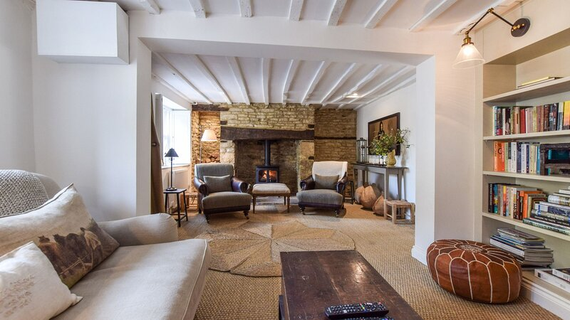 Browns Cottage, Charlbury sleeps 5 guests  in 3 bedrooms, holiday rental in Middle Barton