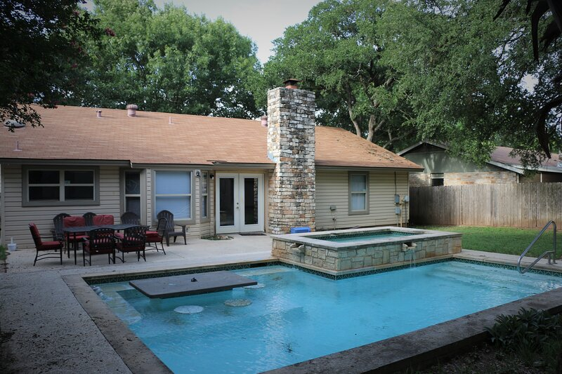 Full house 3 Bed 2 bath with Swimming pool. (No hot water in the pool/spa), alquiler vacacional en Cedar Park