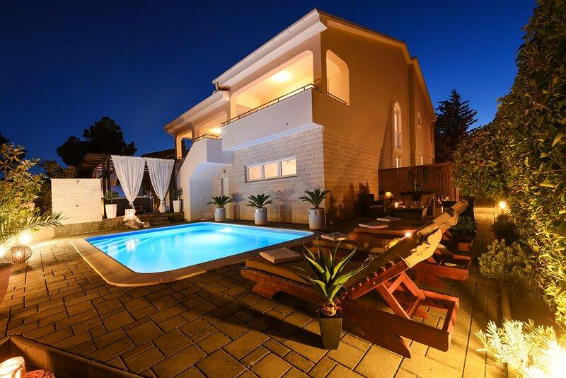 Poolincuded Villa Belissima, casa vacanza a Pridraga