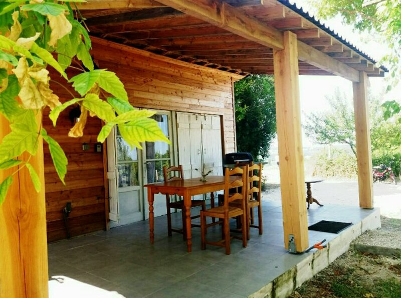 Holiday Chalet 1 in quiet and peaceful countryside and woods, vacation rental in Auriac de Bourzac
