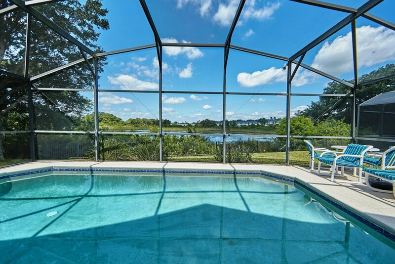 Lovely, upgraded 3 bedroom home with a lake view, holiday rental in Eagle Lake