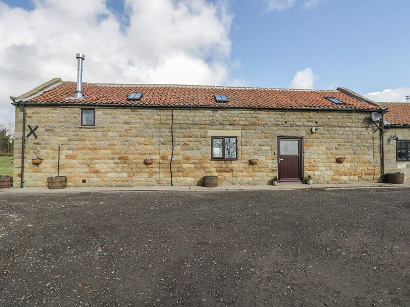 HAYLOFT, mezzanine, near Robin Hoods Bay, holiday rental in Robin Hood's Bay