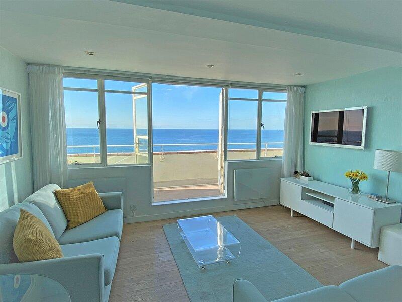 Brighton Seafront Penthouse Apartment With Private Sun Terrace, Panoramic Views, location de vacances à Brighton