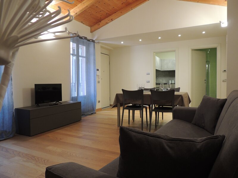 COMFORTABLE NEW CENTRAL APARTMENT, holiday rental in Stazione di Portacomaro