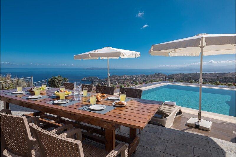 Villa Eolos Crete, vacation rental in Fodhele