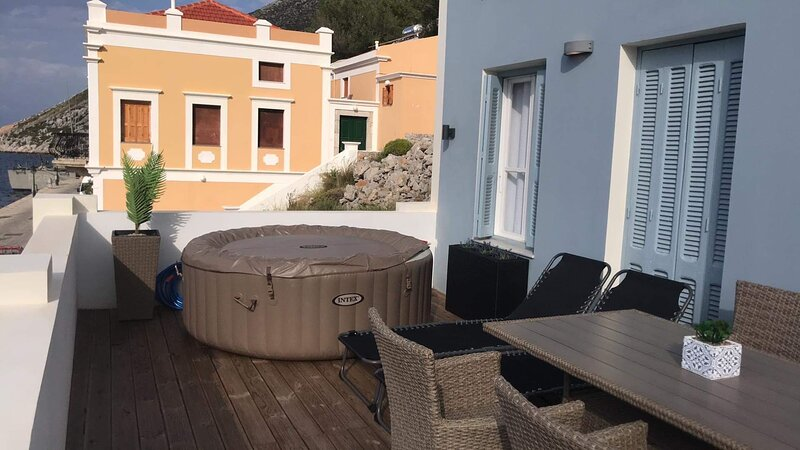 Rementzo Apartment, holiday rental in Ano Symi