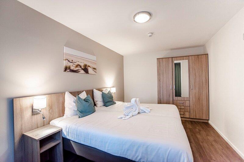 Spacious and luxurious apartment - Kaag Resort (28), vakantiewoning in Leiden
