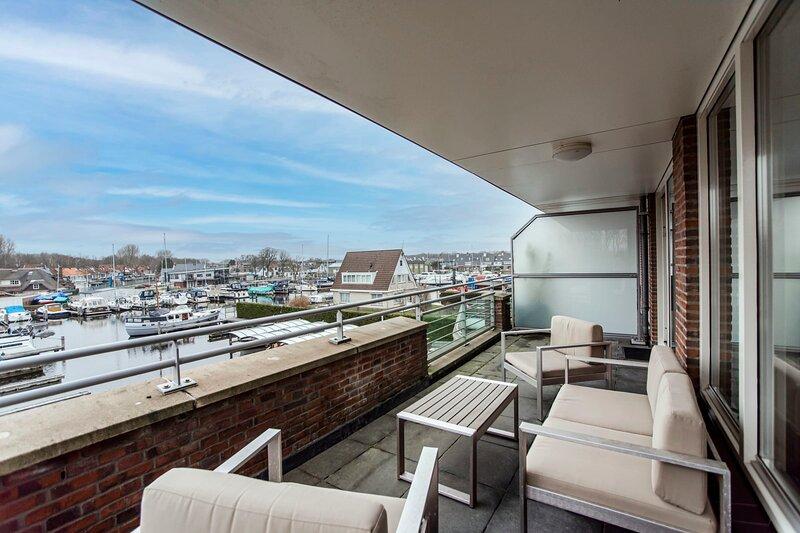 Spacious and luxurious first flloor apartment with balcony- Kaag  (11), location de vacances à Leiden