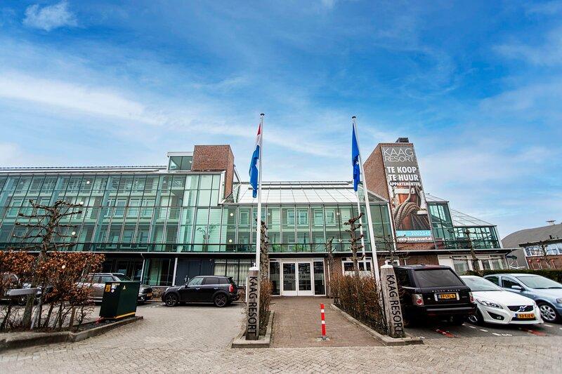 Spacious and luxurious apartment - Kaag Resort (26), vakantiewoning in Leiden