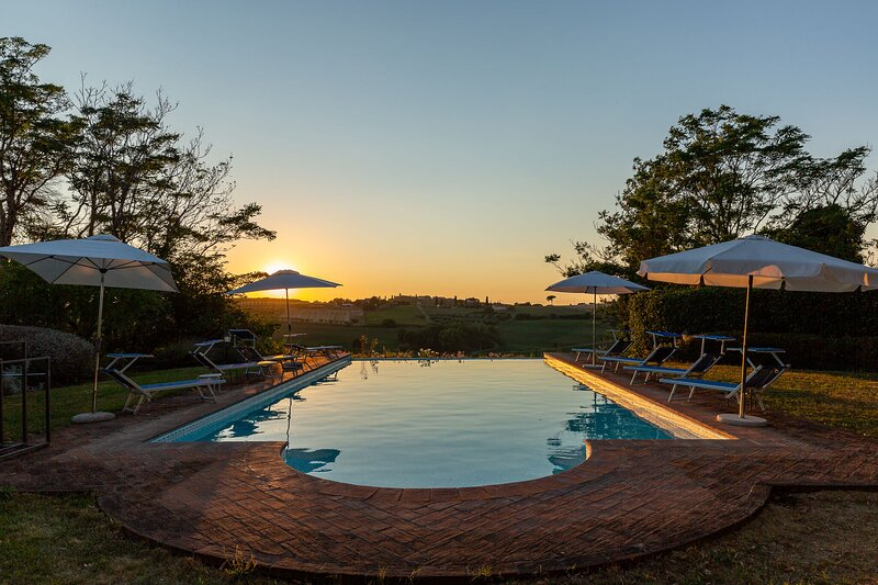 Amazing villa with swimming-pool, holiday rental in Vaiano