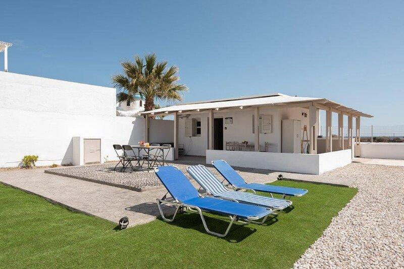 GK in SANTORINI HOME ART, holiday rental in Agios Georgios