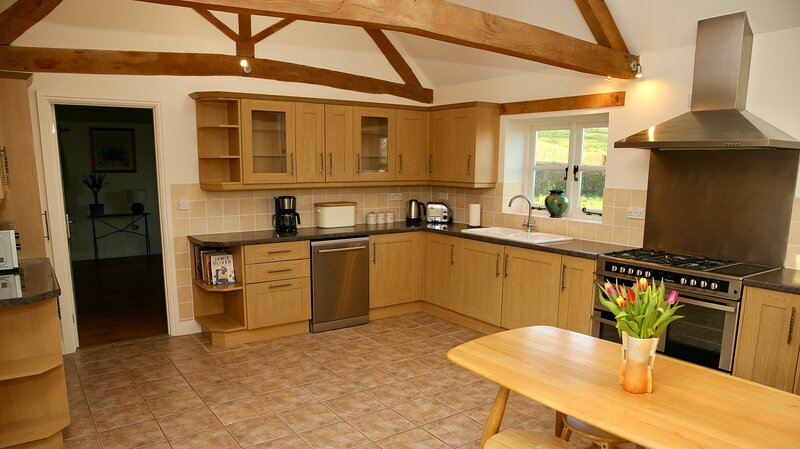 Grounds Farm, Malvern Holiday Cottages - The Oaks, holiday rental in Uckinghall