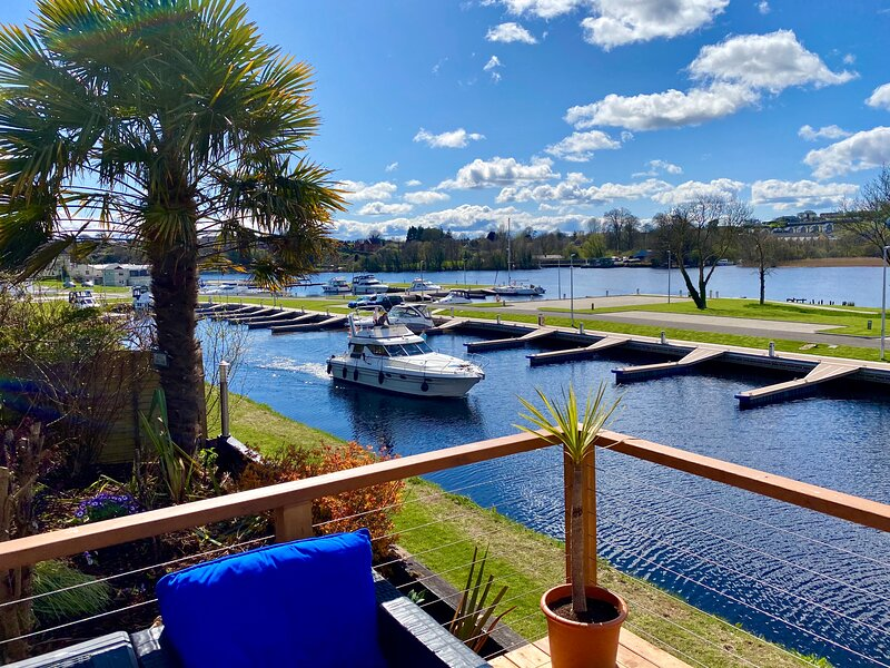 Luxury Riverside Holiday Home, casa vacanza a Limerick