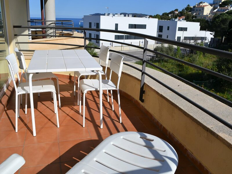 TONYINES 1 Fantastic apartment with terrace!, casa vacanza a Garriguella