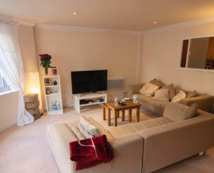 Cardiff Bay 2 bed 2 bath apartment close to Restaurants and shops, location de vacances à Penarth