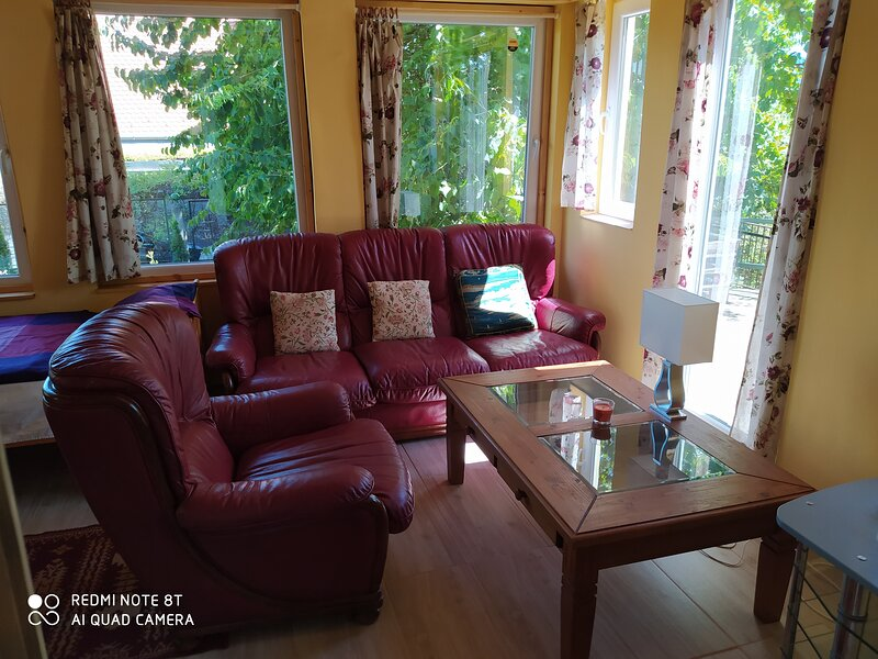 Immaculate 1-Bed House in Nagymaros, alquiler vacacional en Chlaba