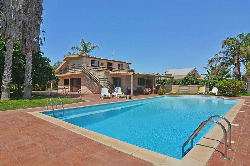 Villa dei Fiori, private pool and tennis court, holiday rental in Pellegrino