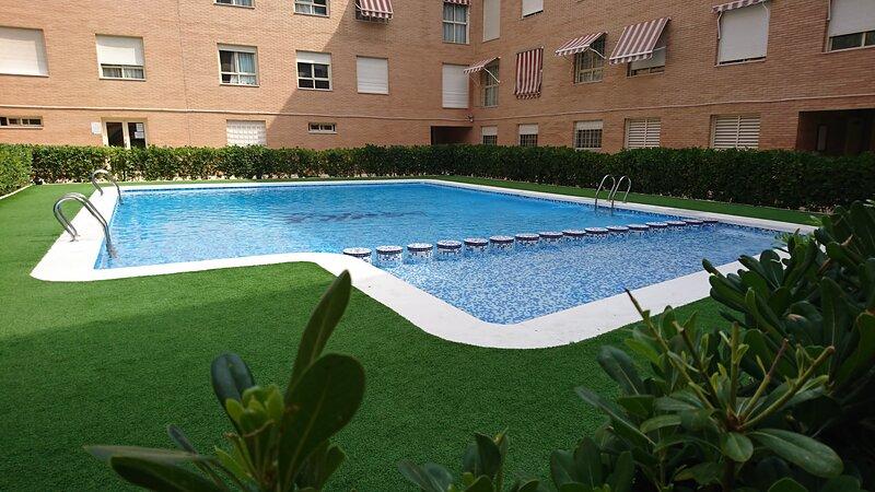Apartamento con piscina ideal para familias o grupos, holiday rental in Mutxamel