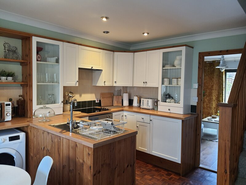 Norwich, Country Style, 2 bed House, Private Parking, City Location, holiday rental in Norwich