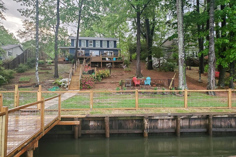 Waterfront House on Toledo Bend w/ Private Dock!, holiday rental in Milam