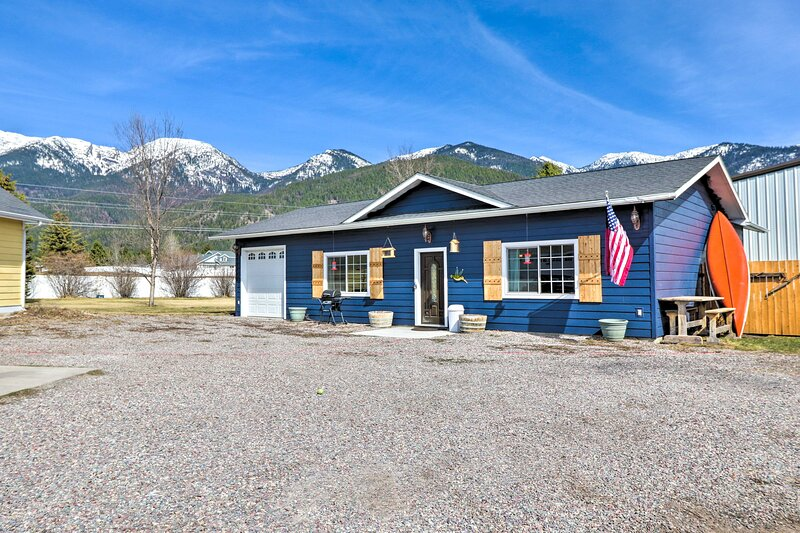 NEW! Home w/ Rocky Mtn View 14 Mi to Flathead Lake, aluguéis de temporada em Creston