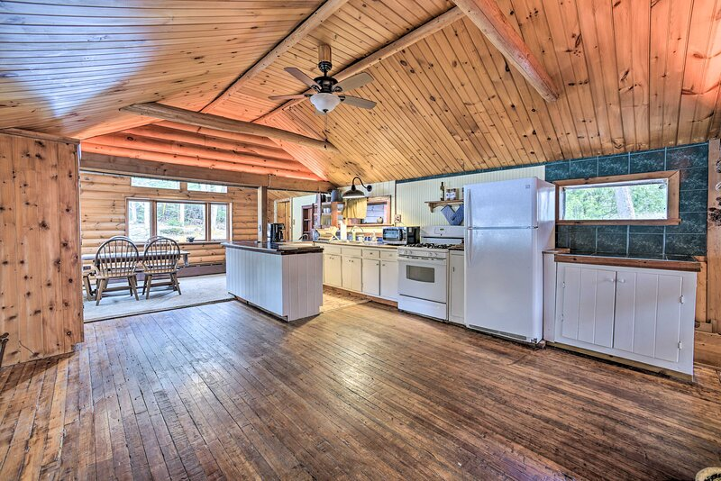 NEW! Spacious Saranac Lake Cabin: Walk to Pond!, holiday rental in Bloomingdale