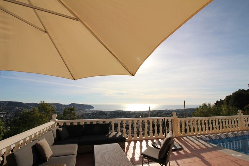 sun oriented villa with astonishing open sea view – semesterbostad i Teulada