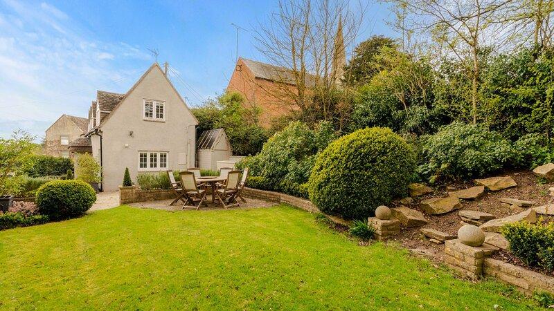 Thatch Cottage, Todenham - sleeps 6 guests  in 3 bedrooms, location de vacances à Stretton on Fosse