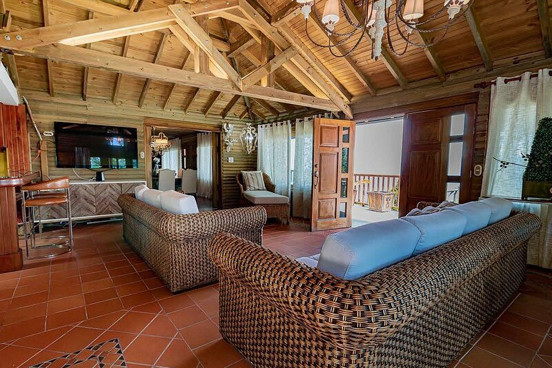 Eight bedrooms immaculate Vdra Villa, holiday rental in Llano Grande