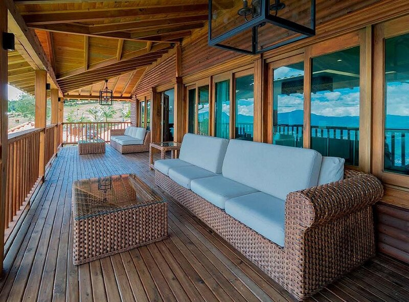 Eight bedrooms immaculate Vdra Villa, alquiler de vacaciones en La Ceja