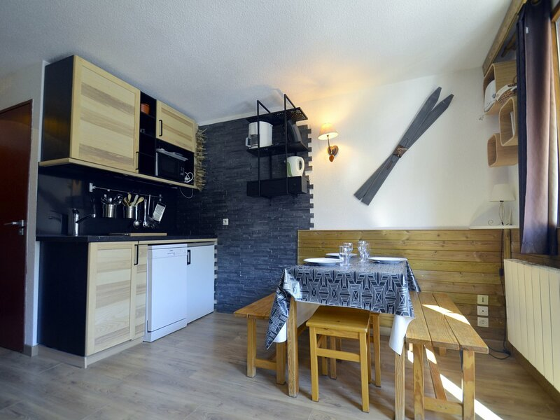 Charmant studio ski aux pieds aux Ménuires, holiday rental in Levassaix