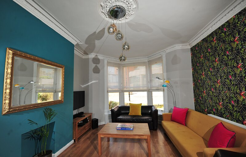 Strawberry Two - Harrogate Town Centre - Opposite Harrogate Convention Centre, vacation rental in Ripley