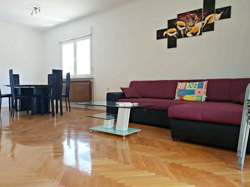 Spazioso appartamento Olive Umag con 3 camere vicino al mare e centro, location de vacances à Finida