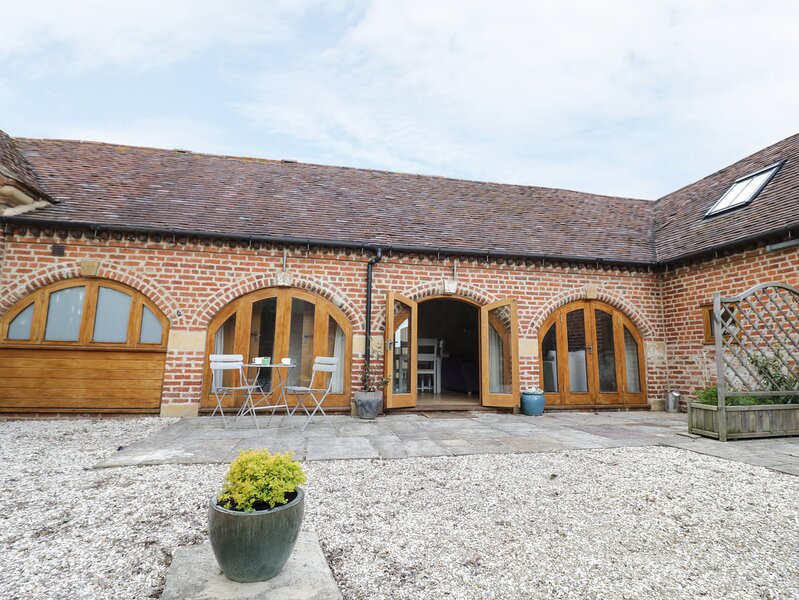 Manor Cottages 1, Harvington, holiday rental in North Piddle
