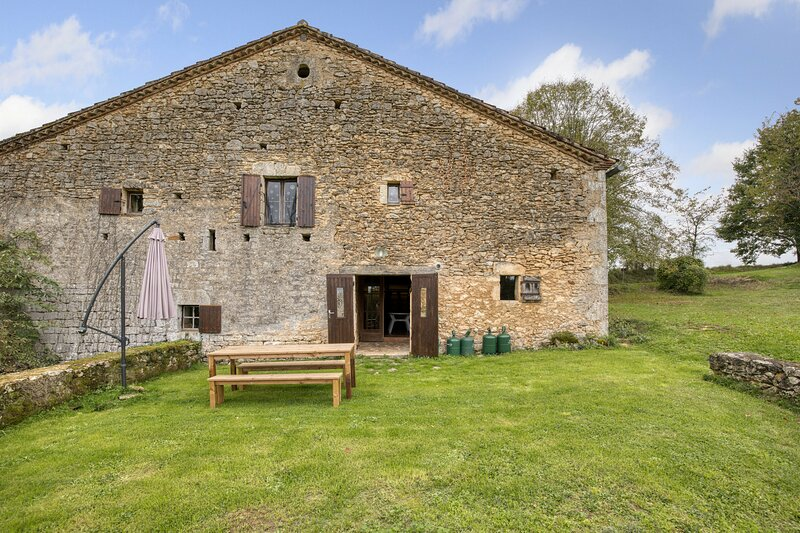 Amazing house with terrace & Wifi, holiday rental in Lacapelle-Biron