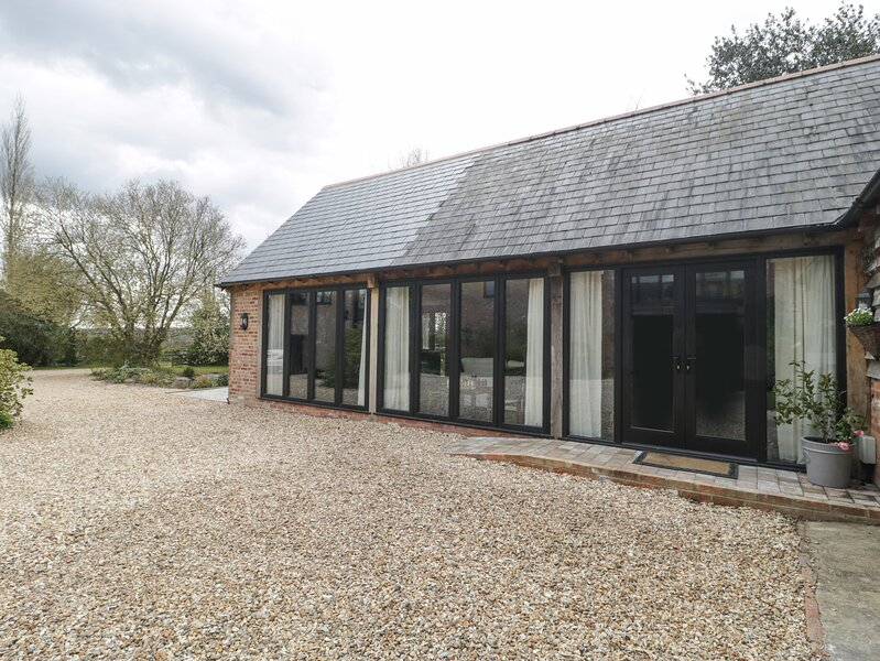 The Courtyard - Hilltop Barn, Wareham, vacation rental in Blandford Forum