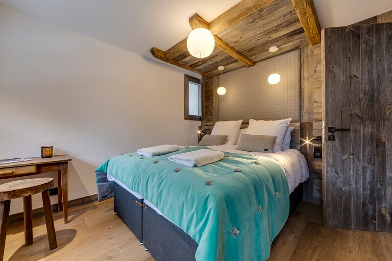 Chalet Loup - luxury 5-bedroom chalet in Le Fornet, location de vacances à Noasca