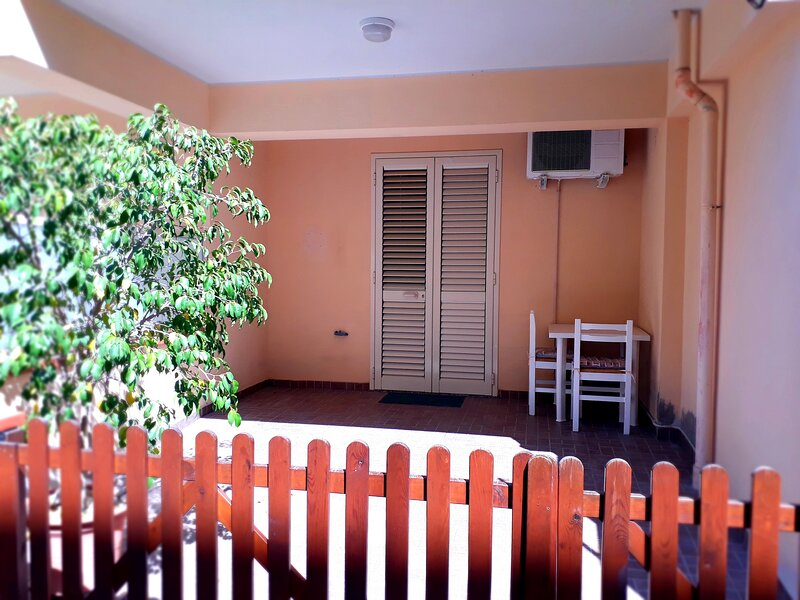 Casa indipendente a pochi passi dal mare, holiday rental in Orto Liuzzo
