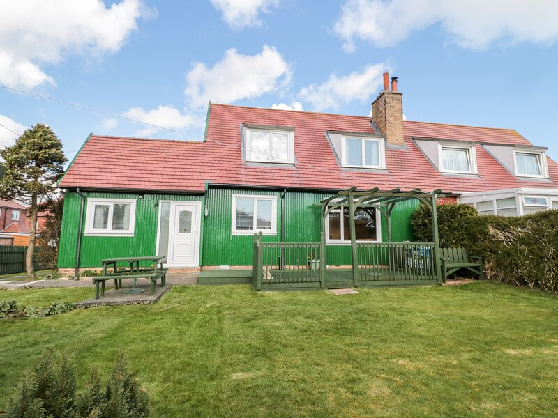 CRA-NA-GE, family friendly, with a garden in Embleton, holiday rental in Brownieside