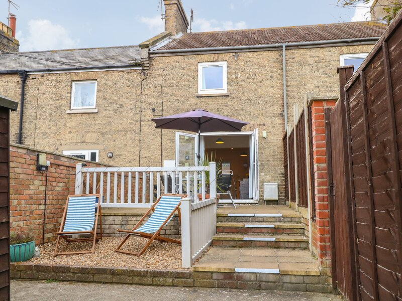 7 COASTAL COTTAGES, private garden, pet-friendly, WiFi, in Kessingland, Ref, holiday rental in Henstead